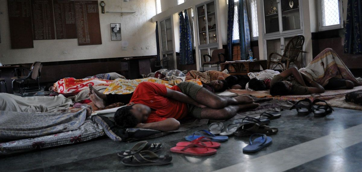 iitians_sleeping_in_common_room_karakoram_hostel