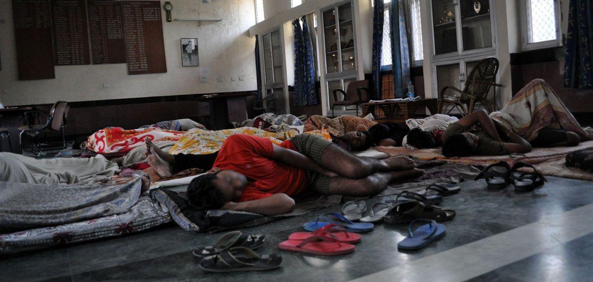 iitians_sleeping_in_common_room_karakoram_hostel